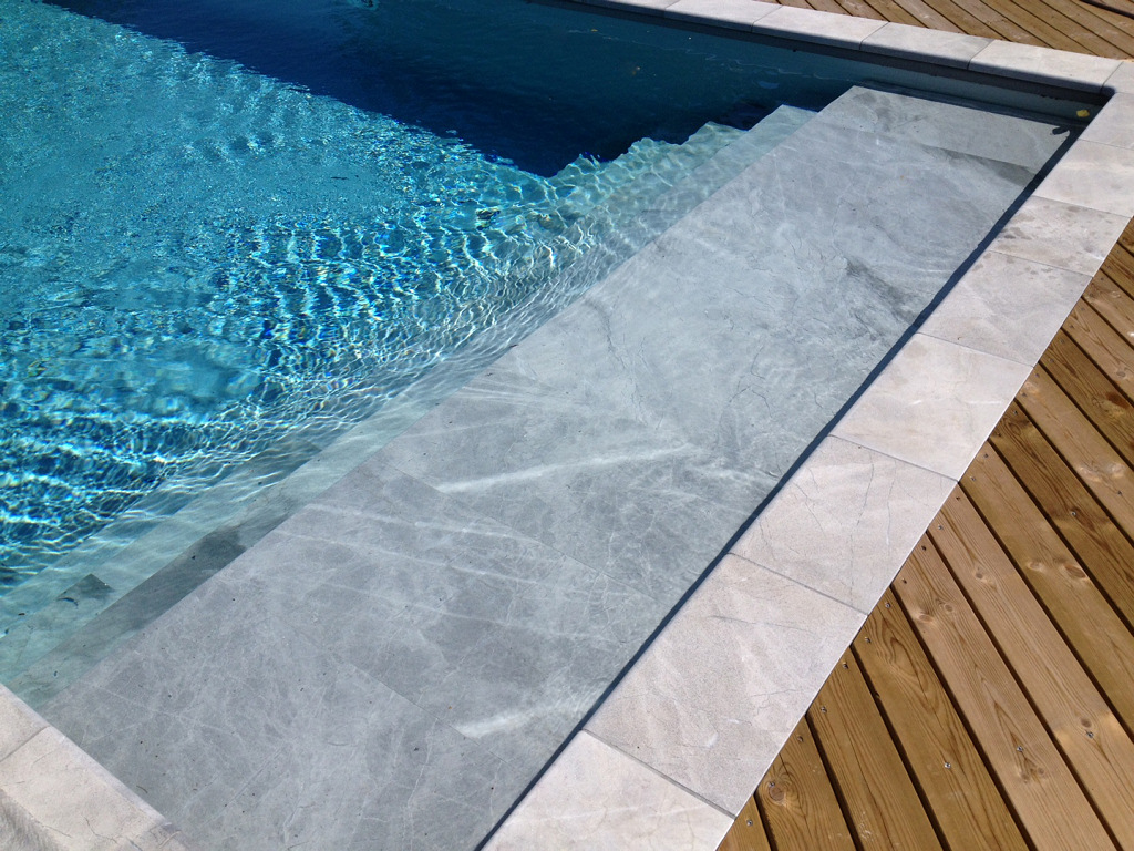 Blue de savoie for Piscine interieure
